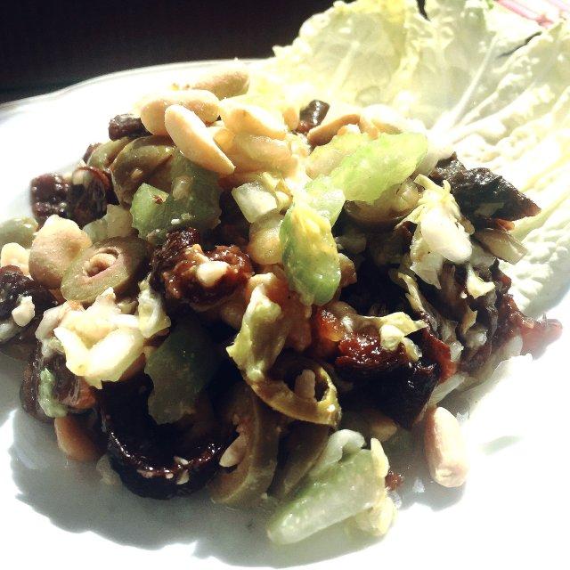 Постный салат с черносливом