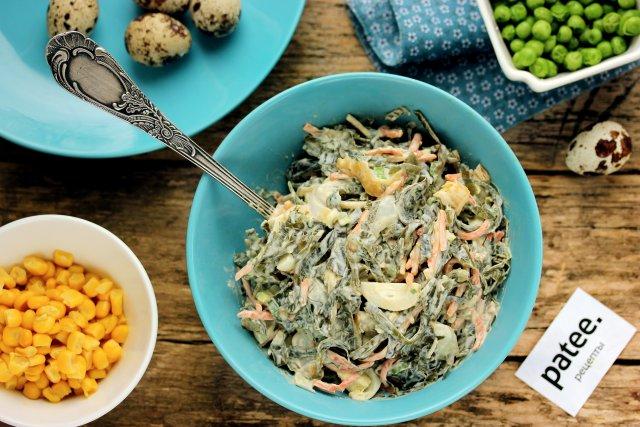 Салат из морской капусты с яйцом и копчёным кальмаром