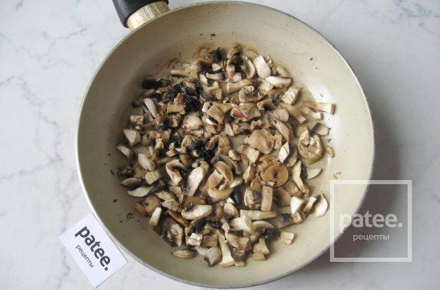 Блины с курицей, грибами и зеленым луком