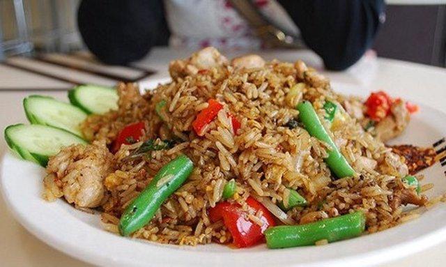 Рис с курицей и овощами по-мексикански