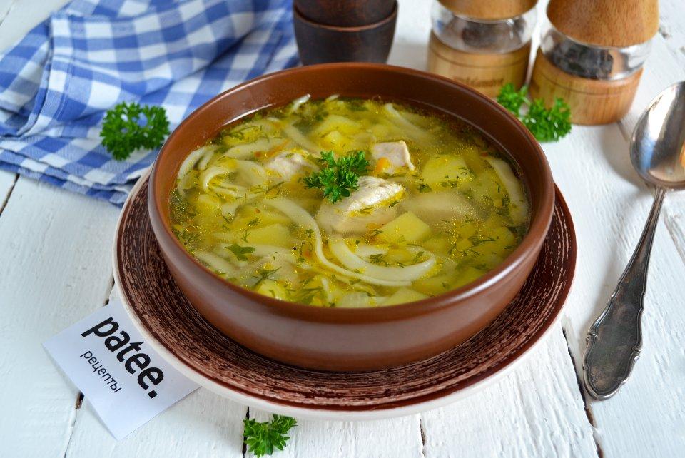 Легкий куриный суп с лапшой