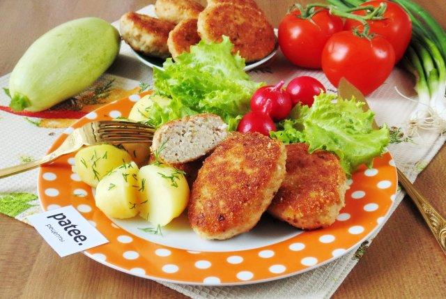 Котлеты из свинины с кабачком и сыром