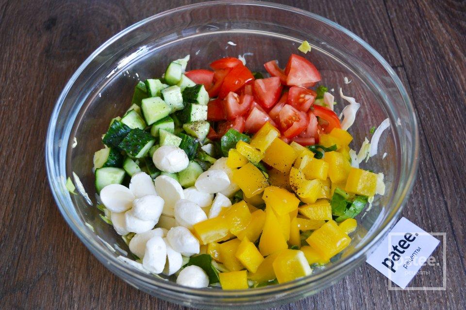 Овощной салат с моцареллой