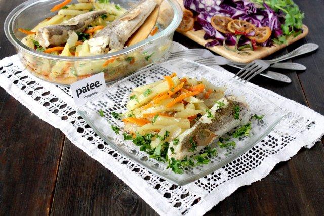 Морская рыба с пряным картофелем в духовке