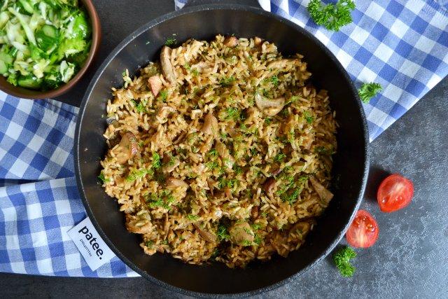 Рис с белыми грибами и луком