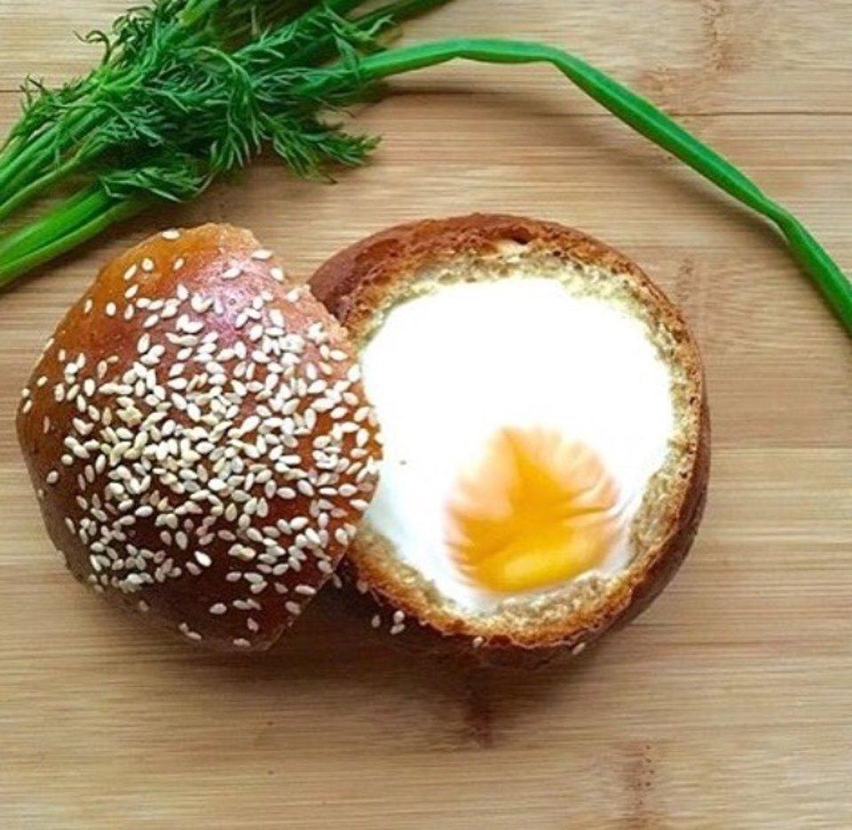 Булочка с яйцом