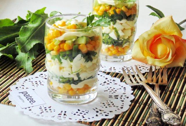 Салат из щавеля с зеленым луком и кукурузой
