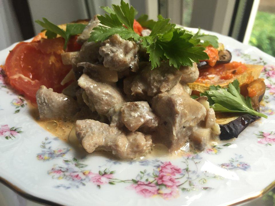 Индейка с грибами под сметанным соусом