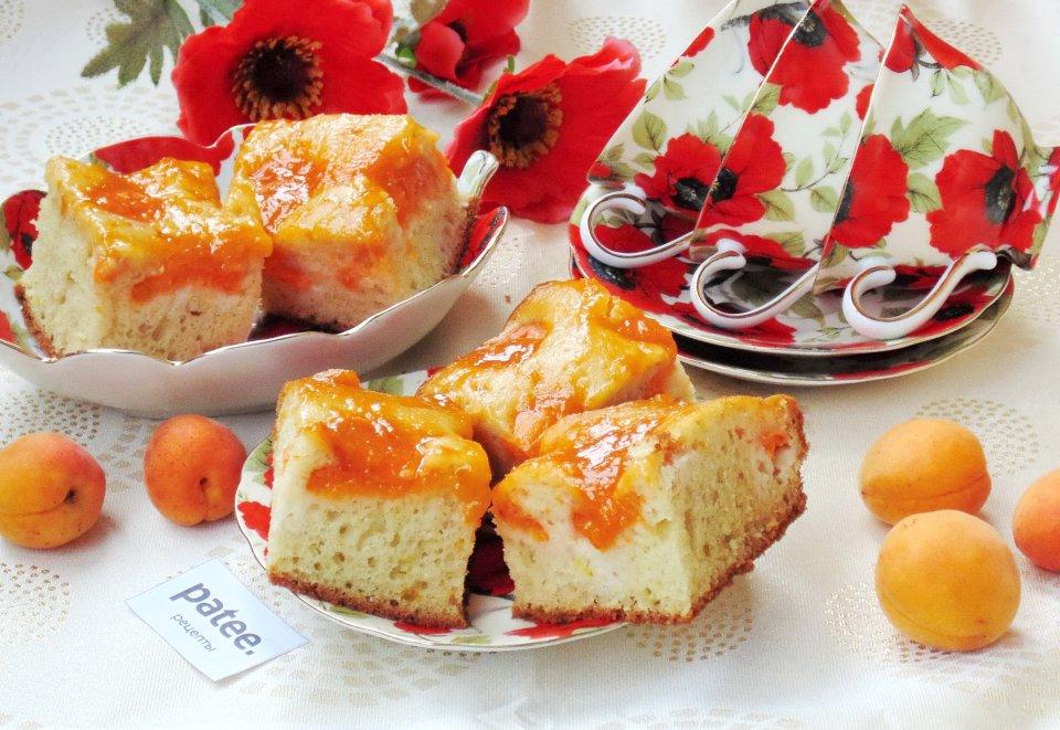 Пирог с абрикосами и абрикосовым джемом