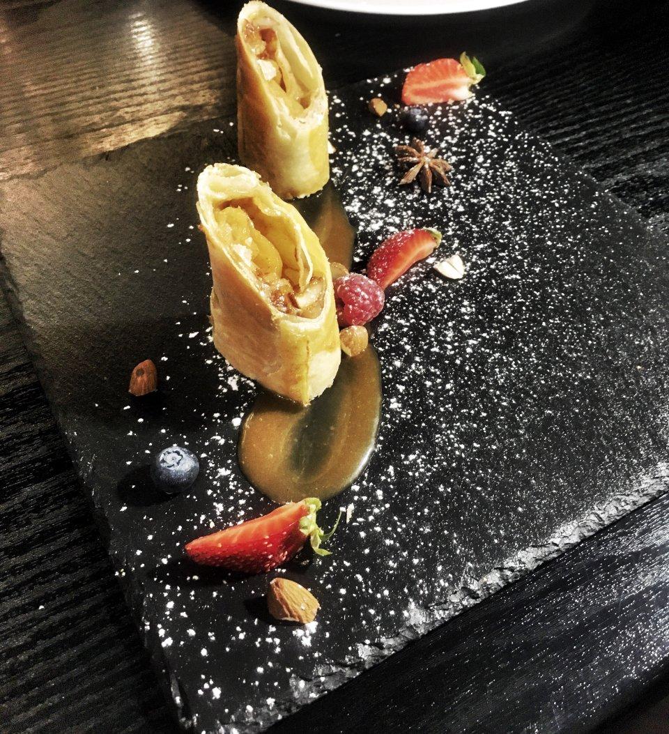 Яблочный пирог с орехово-карамельной начинкой