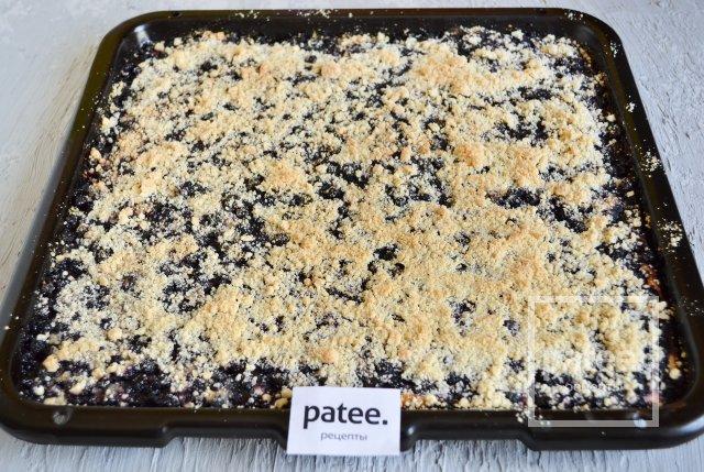 Пирог с черникой и творогом