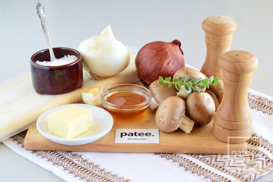 Тарт с карамелизированным луком и шампиньонами