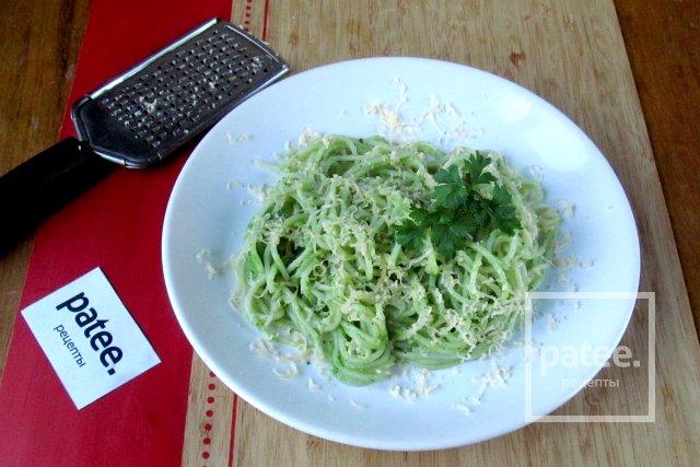 Спагетти с брокколи и петрушкой