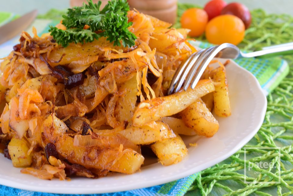 Тушеный картофель с квашеной капустой