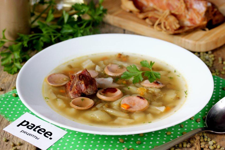 Суп с машем, копчёными рёбрышками и сосисками