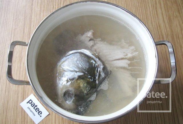 Рыбный суп из головы и хребта толстолобика
