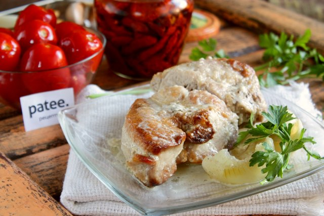 Свинина в сметанно-горчичном соусе