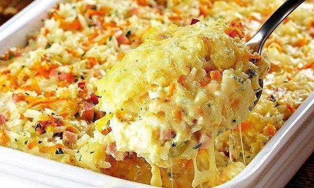 Запеканка из ветчины, сыра и риса.