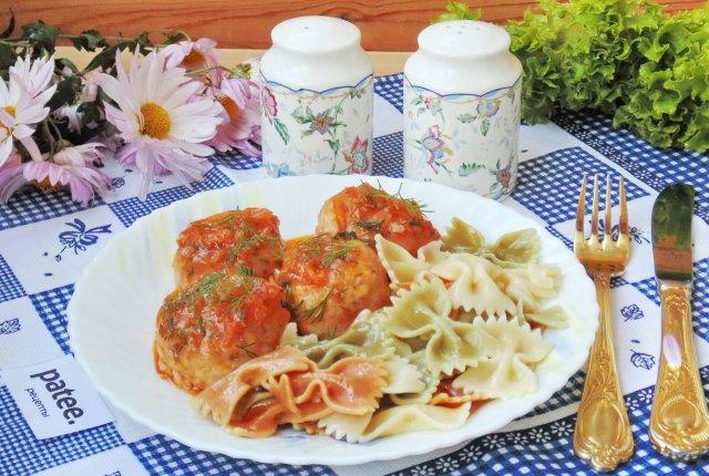 Гречневые тефтели в томатном соусе