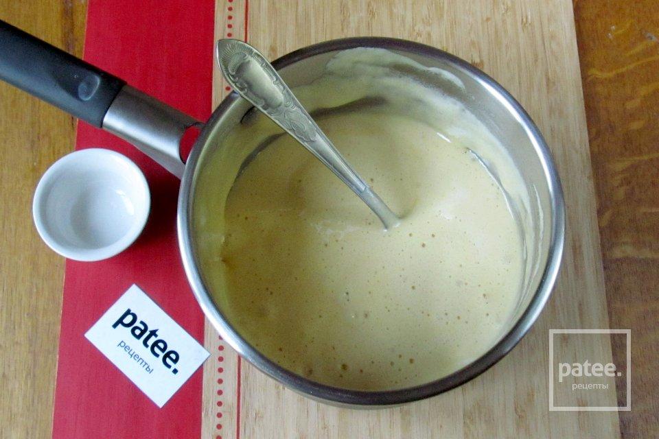 Кекс с мёдом, белым шоколадом и сухофруктами