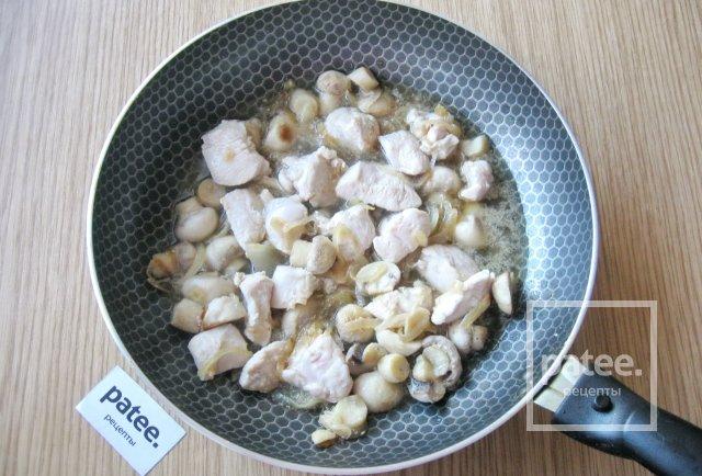 Куриная грудка с фарфалле и грибами