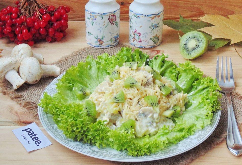 Салат с шампиньонами и ананасами