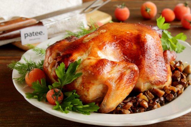 Курица, запеченная с шампиньонами в духовке