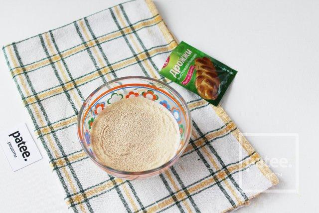 Пирожки дрожжевые с маслятами