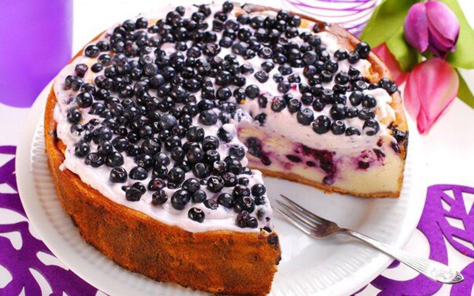 Пирог с черникой в мультиварке.