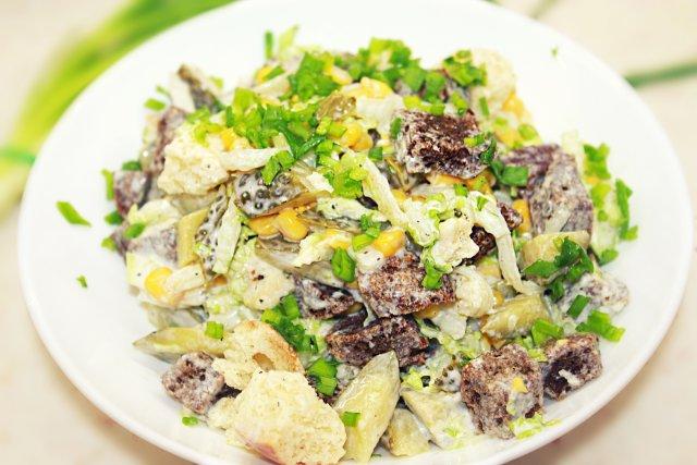 Легкий салат с кириешками