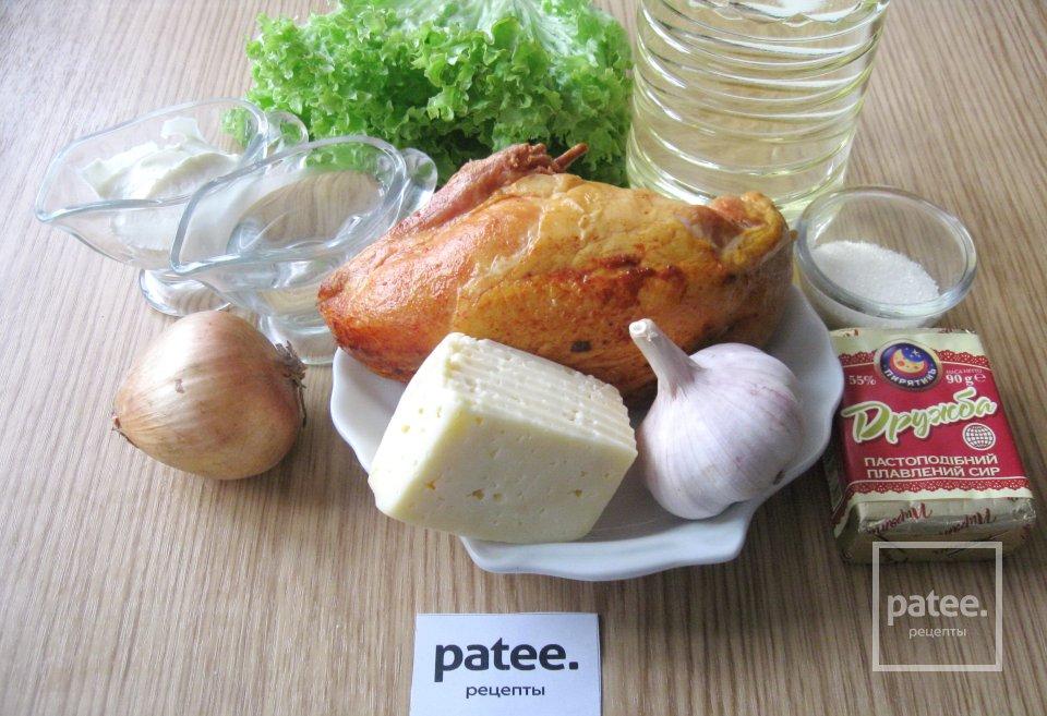 Салат с копченой курицей и сырными шариками