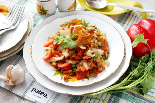Рагу овощное с лисичками