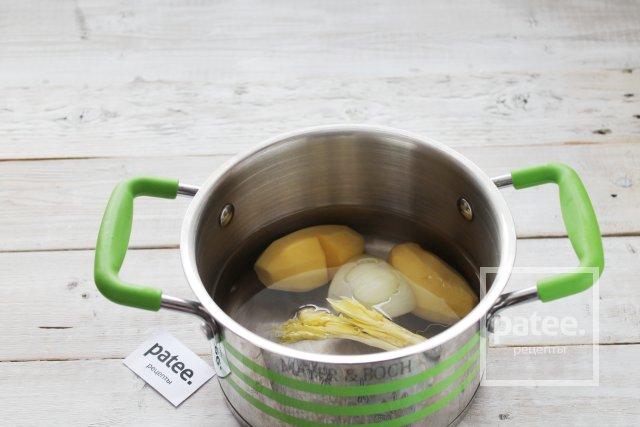 Сырный суп с лососем и кедровыми орешками