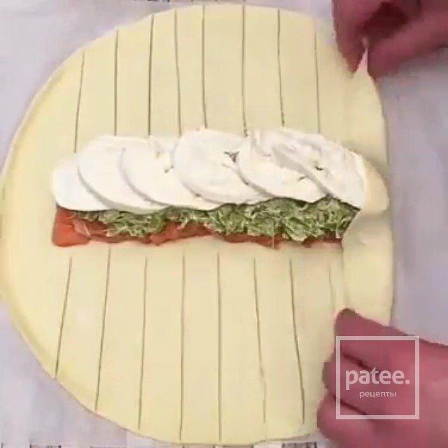 Пирог с рыбой и моцареллой.