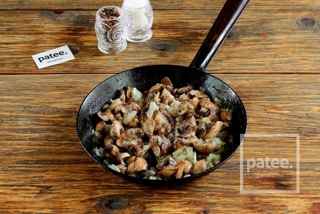 Гороховое пюре с грибами и луком