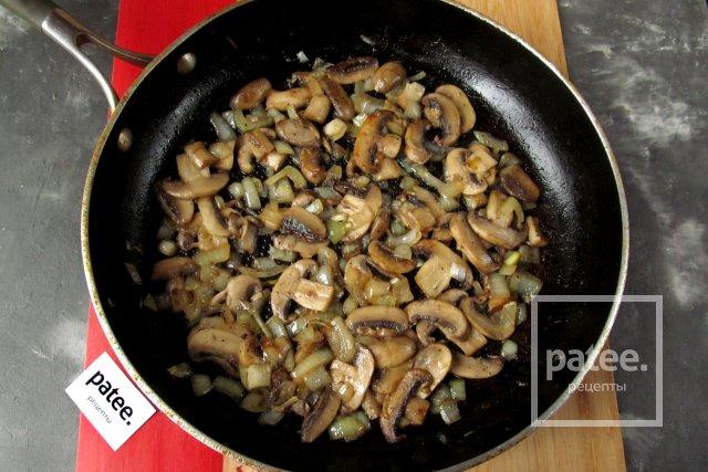 Пирог из вафельных коржей с мясом и грибами