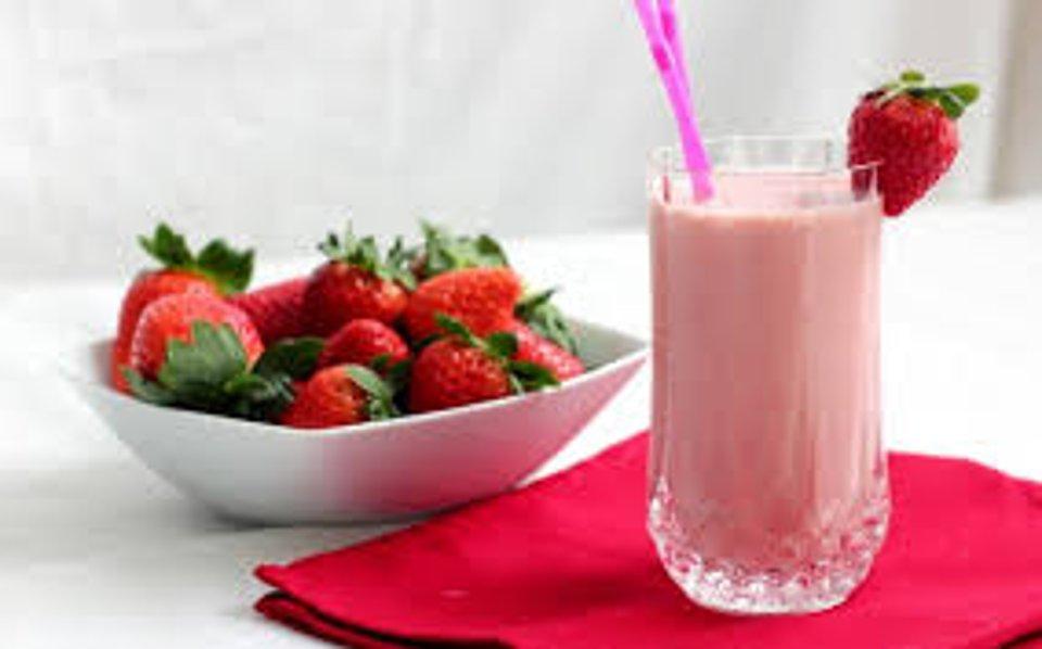 Коктейль молочный с ягодами