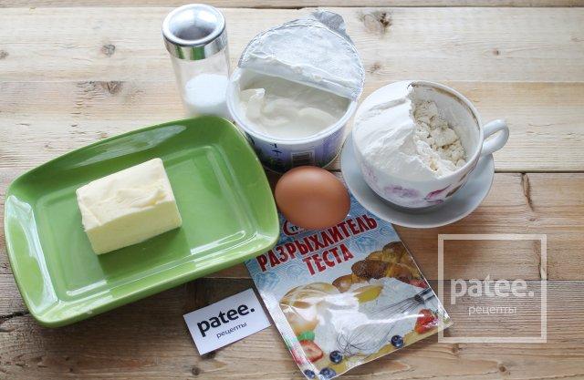 Пирожки с луком и яйцом в духовке