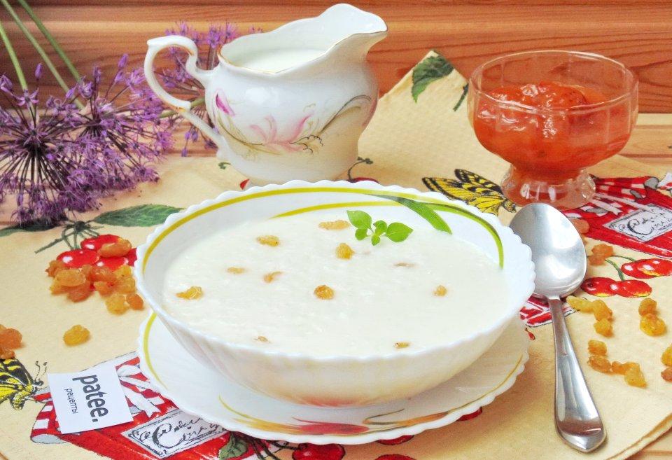 Молочный рисовый суп с изюмом