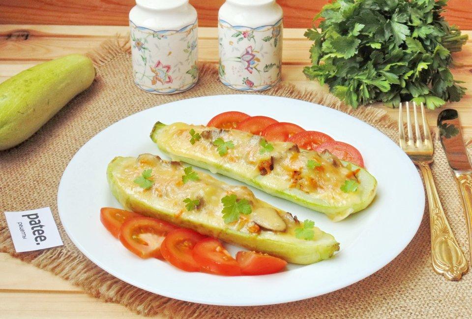 Кабачки запеченные в духовке с говяжьей печенью и овощами