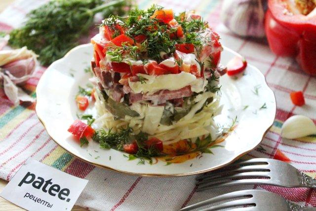 салат из свежей капусты с колбасой