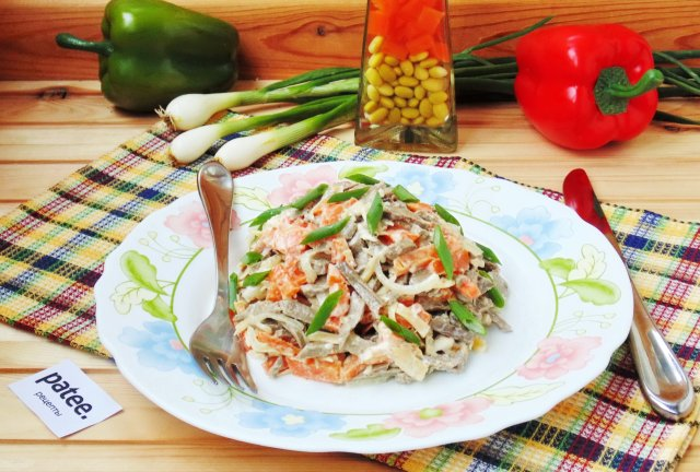 Салат с говяжьей печенью и сыром