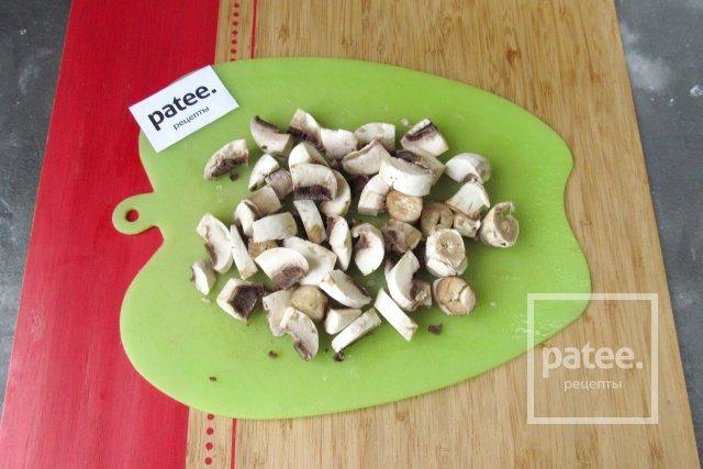 Куриная грудка с грибами и шпинатом