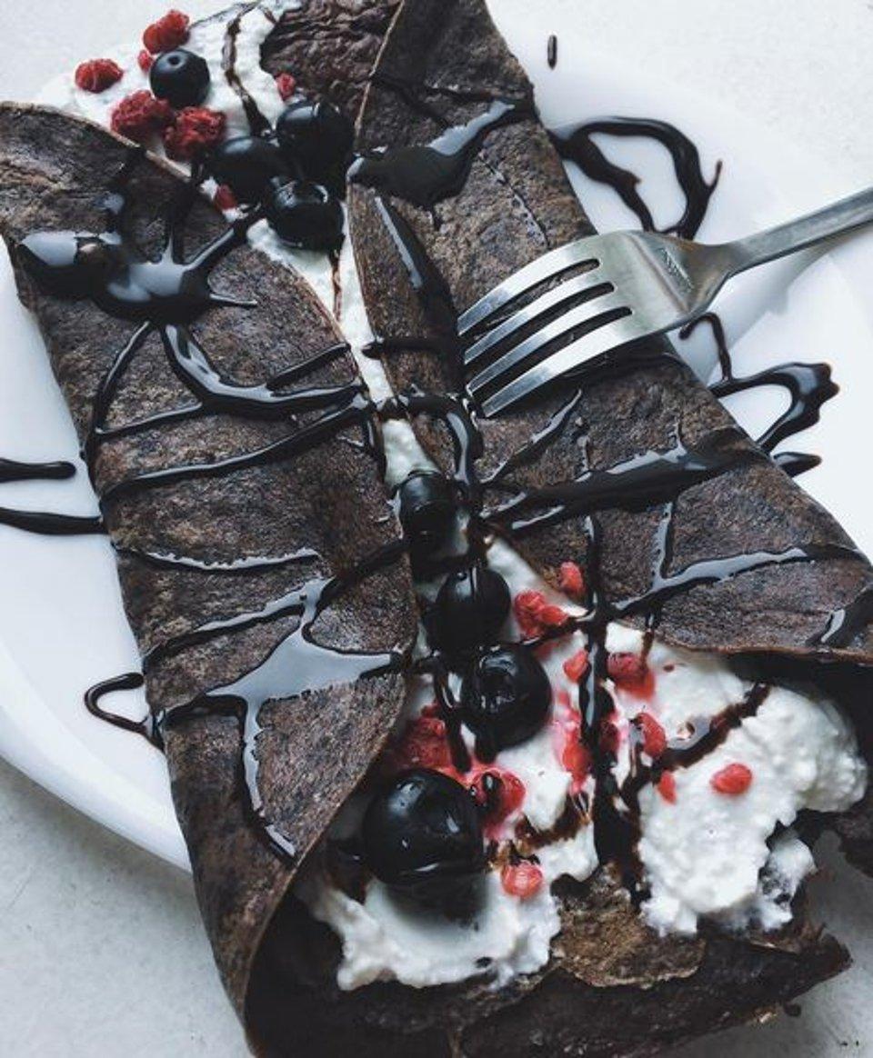 Шоколадно-рисовый блин с творожной начинкой 🤤