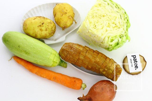 Овощное рагу с кабачками и капустой