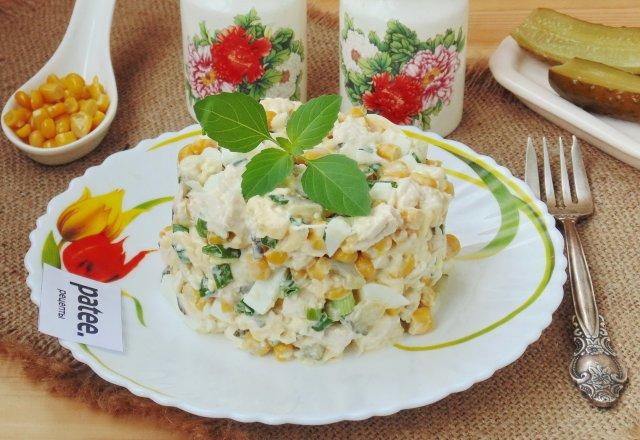 Салат из куриного филе и маринованных огурцов рецепт