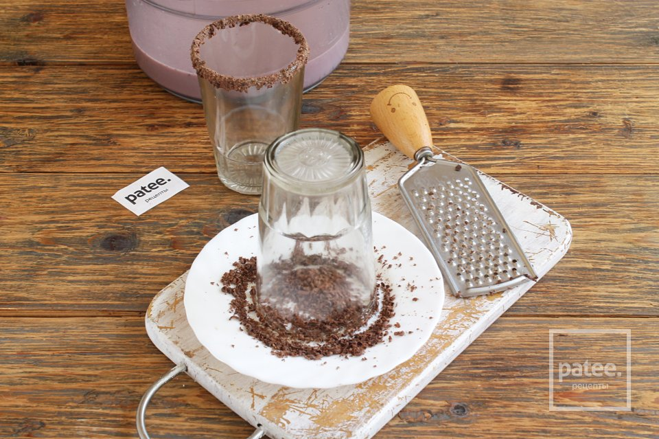 Молочный коктейль Вишня с шоколадом