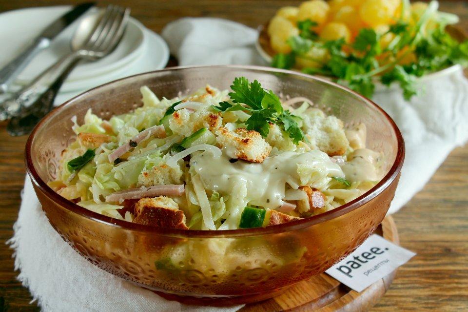 Салат из капусты с ветчиной и сыром