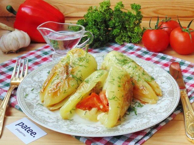 Болгарский перец жареный с чесноком и помидорами