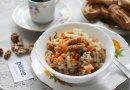 Перловая мешанина вместе с морковью, луком равным образом орехами